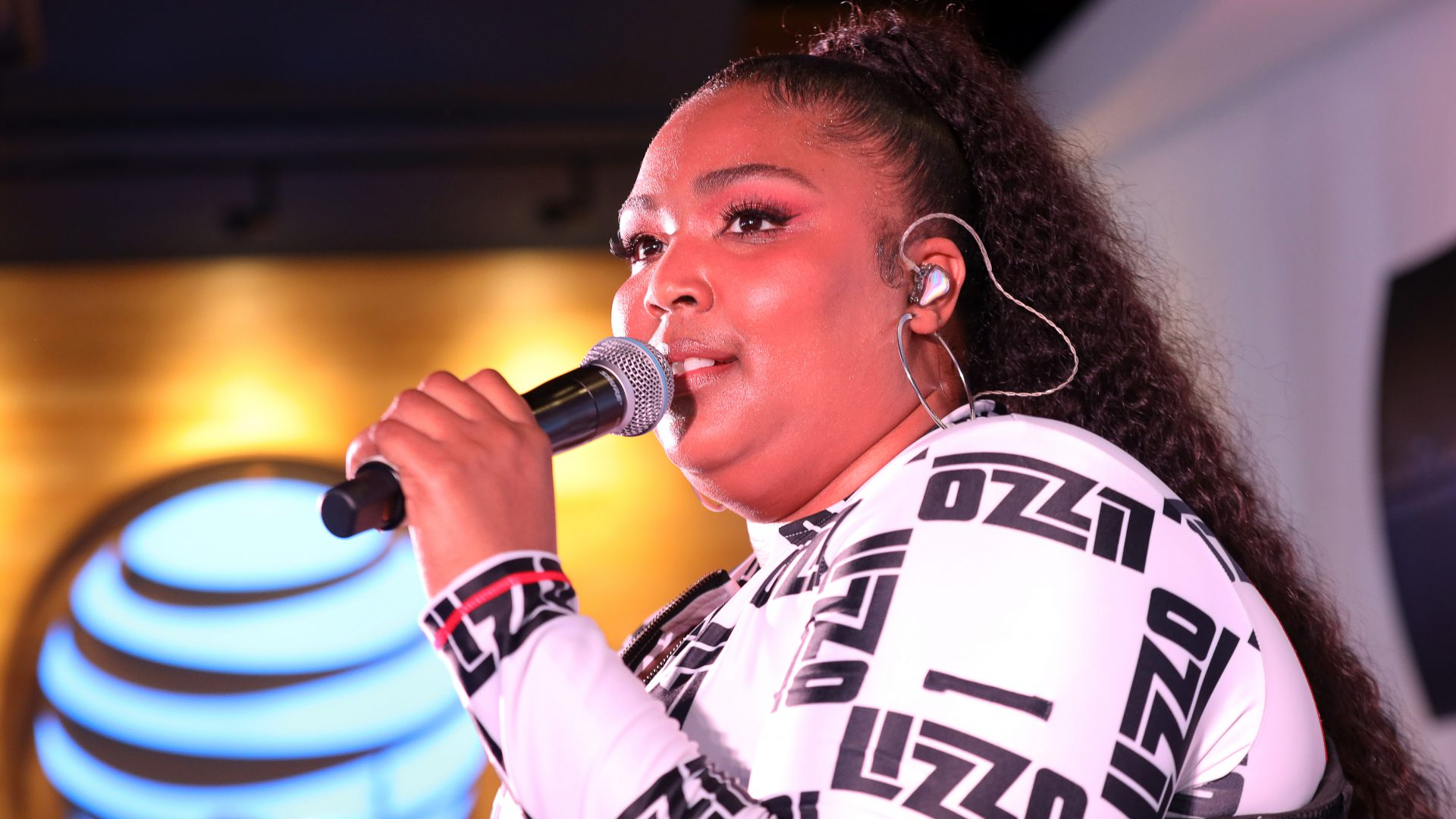 Lizzo at the AT&T Chicago Flagship Store